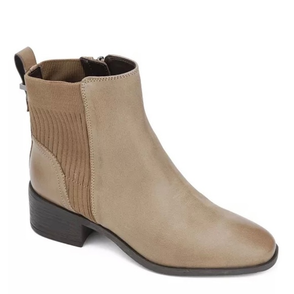 Brand new Kenneth Cole booties!